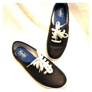 Kid blue leather tennis shoes